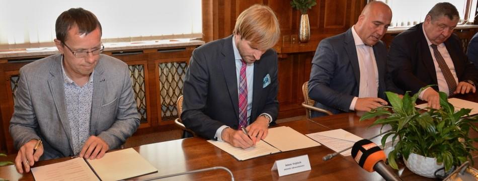 Podpis memoranda o spolupráci MZ ČR, ČSPM a pojišťoven
