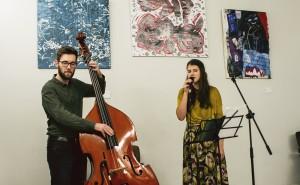 Vernisáž výstavy děl v online aukci 2018 v kavárně Cesta domů