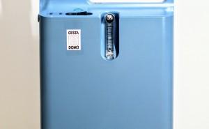 koncentrátor kyslíku Philips EverFlo pro oxygenoterapii | pouze na základě doporučení od lékaře | regulace průtoku kyslíku: 0,5 až 5 l/min. | příslušenství: kyslíkové brýle, maska, láhev dest. vody, prodlužovací hadička | váha: 15 kg | spotřeba: 295 W