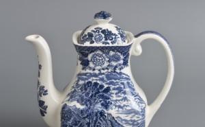1 ~ konvice na kávu ~ keramika ~ modrý dekor ~ Skotsko ~ 20. stol. ~ vyvolávací cena 600 Kč