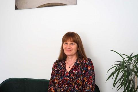 Štěpánka Ryšavá, první knihovnice Cesty domů a dnes redaktorka nakladatelství Cesta domů | foto Linda Tichotová Fryčová